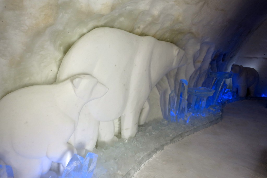 Ice Hotel, Ice Carvings, Polar Bears, The Ice Hotel, Hotel de Glace, Quebec City, Quebec, Canada, hotel, travel