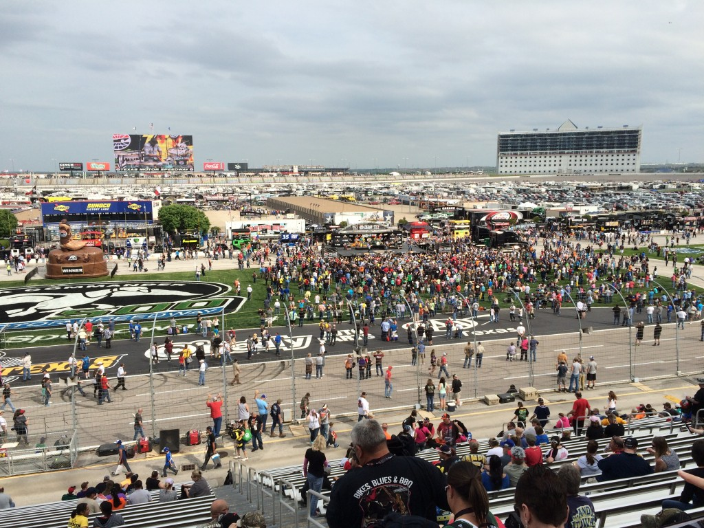 The Duck Commander 500 In Fort Worth Texas