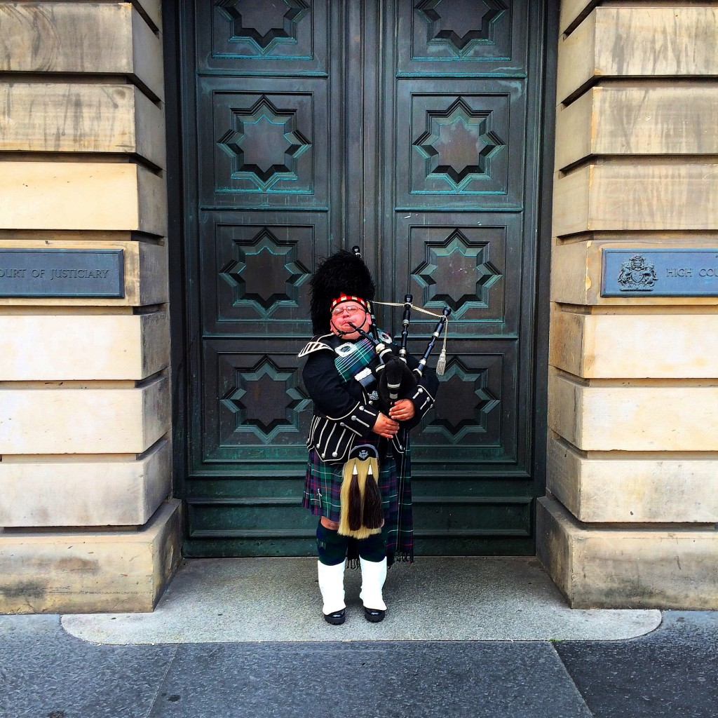 Edinburgh, Scotland, bagpiper, high court, Royal Mile