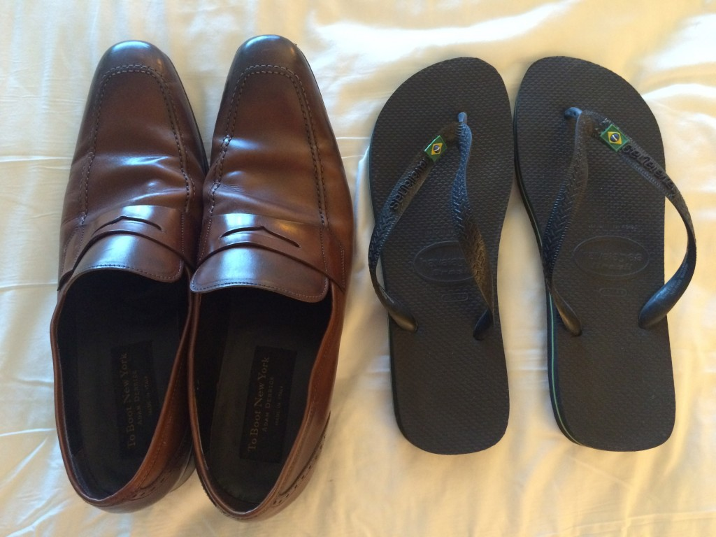 TravelSmith, Whats in my carry on, shoes, flip flops