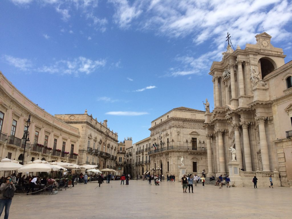 3 Places Not to Miss in Sicily, Sicily, Siracusa, Syracuse, Piazza Duomo