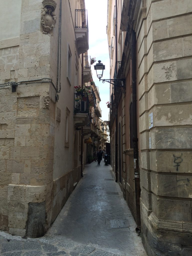 3 Places Not to Miss in Sicily, Sicily, Siracusa, Syracuse, walkways