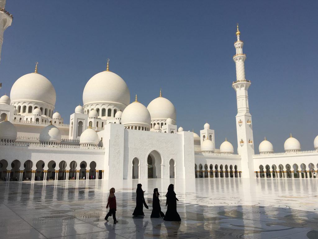 two things you must do in Abu Dhabi, Abu Dhabi, Emirates, United Arab Emirates, Sheikh Zayed Grand Mosque, Grand Mosque, mosque, ladies