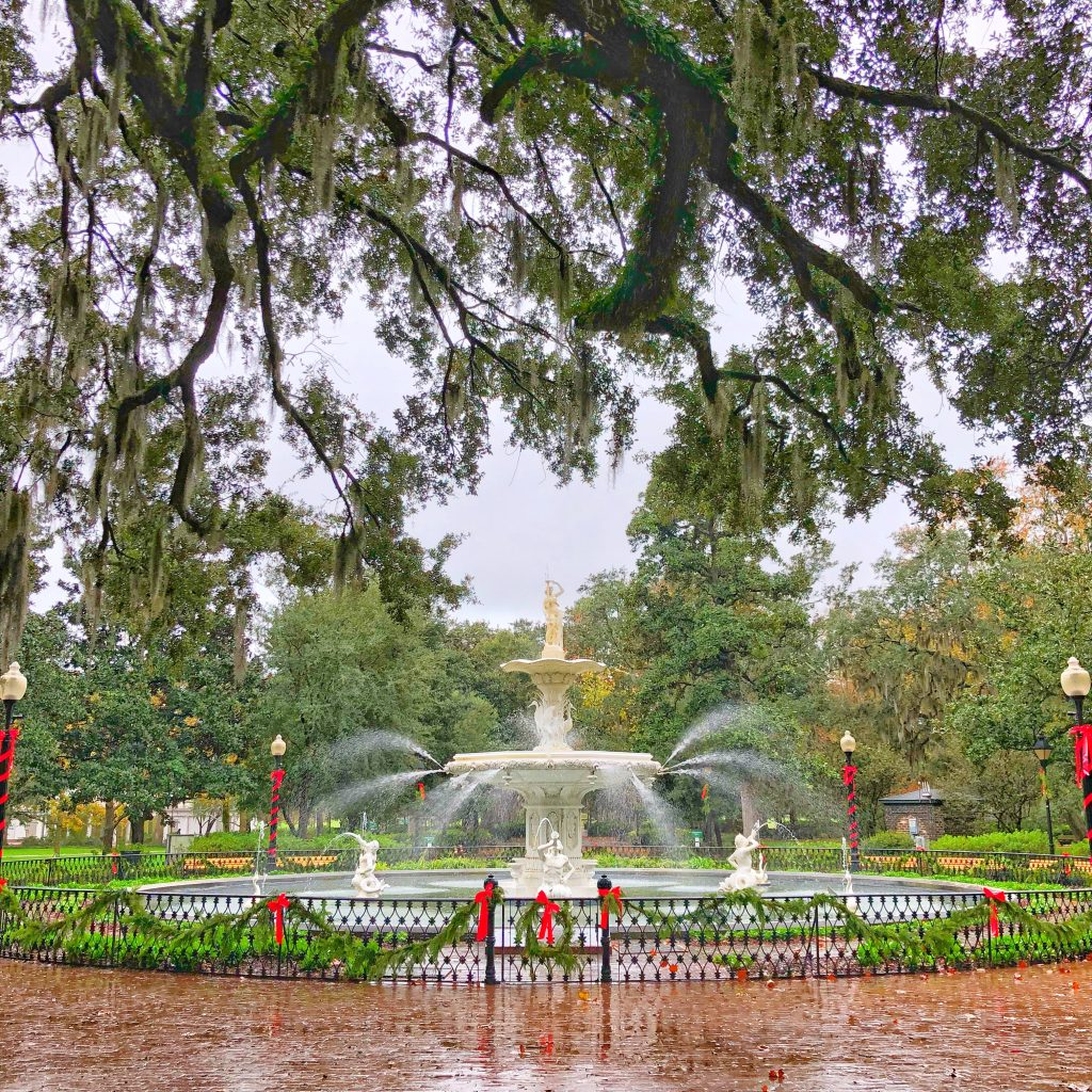 The fountain in Forsythe Square in the rain