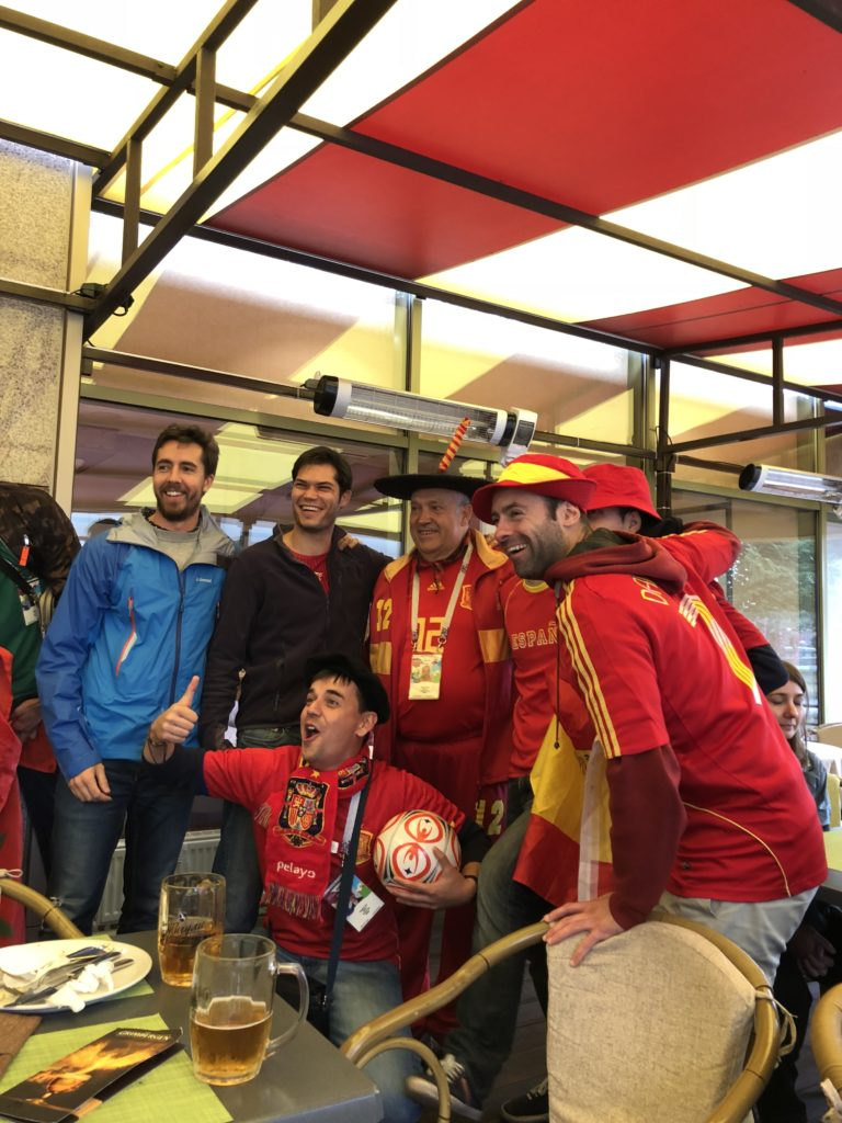 Manolo el del Bombo and other Spanish fans