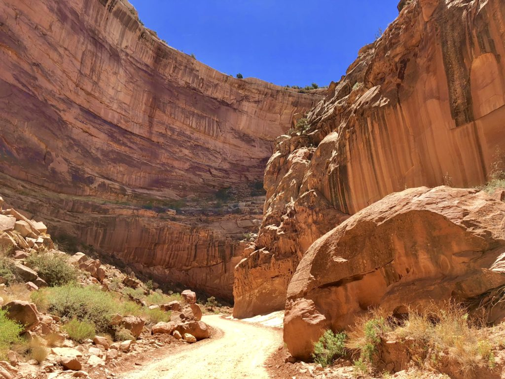 Offroading in amazing scenery in Capitol Reef National Park