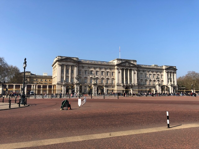 5 Awesome Things to do in London, Buckingham Palace
